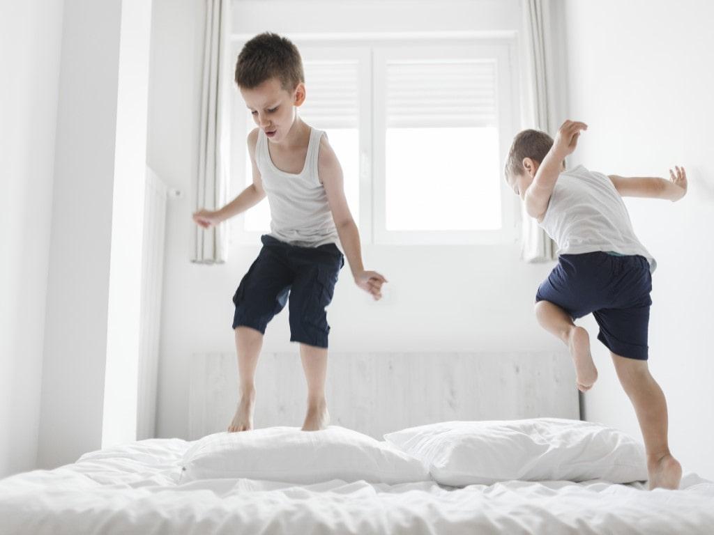 5 Cara Praktis Mencuci Bedcover Sendiri Di Rumah